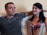 Jeune couple, amateur de baise, dans leur première scène